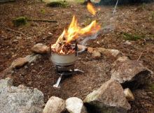 Vařič s ventilátorem připomíná malou kovářskou výheň.