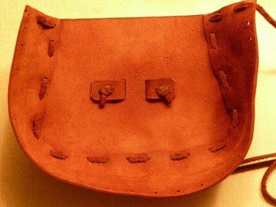 Přední díl brašničky s přišitým bokem