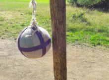 Popruh na upevnění míče