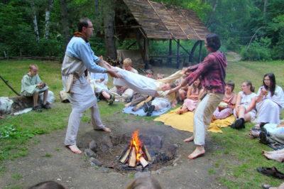 Tradiční obřad přijímání nováčků do oddílu.