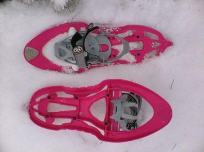 Dětské sněžnice musí dovolit upnout různé velikosti boty.