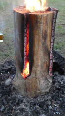 Takto velká svíce vydrží hořet celý večer.